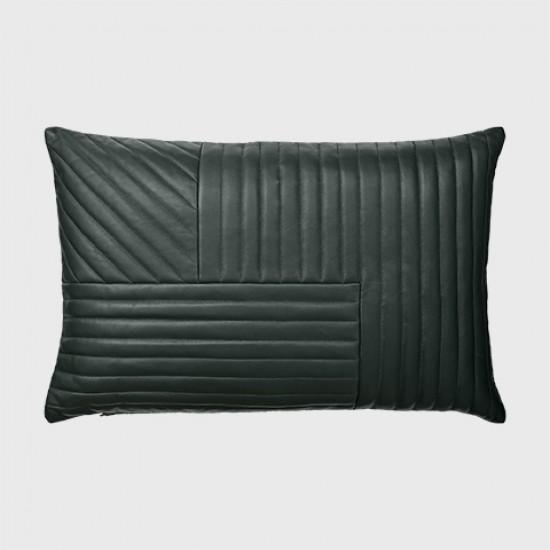 motum kissen von aytm aus luxuri sem leder in vier farben. Black Bedroom Furniture Sets. Home Design Ideas