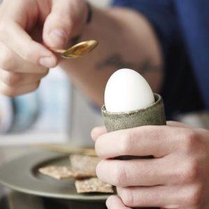 Eierbecher aus Steingut von Christian Bitz