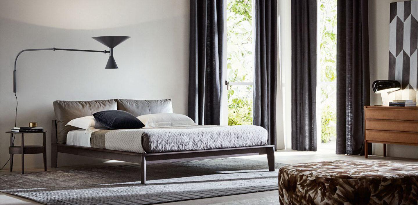 Schlafen - dunkle Vorhänge im Schlafzimmer