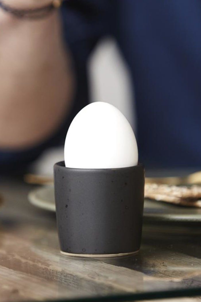Geschirr: Eierbecher aus Steingut von Christian Bitz