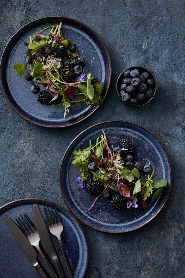 zweifarbige Essteller und Kuchenteller dunkelblau glänzend
