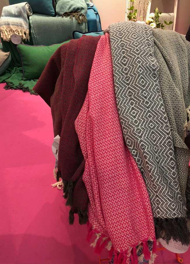 Pinker und grauer Schal von Vaca Vaca