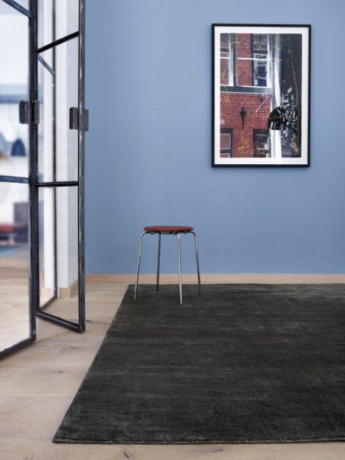 Earth Teppich charcoal von Massimo