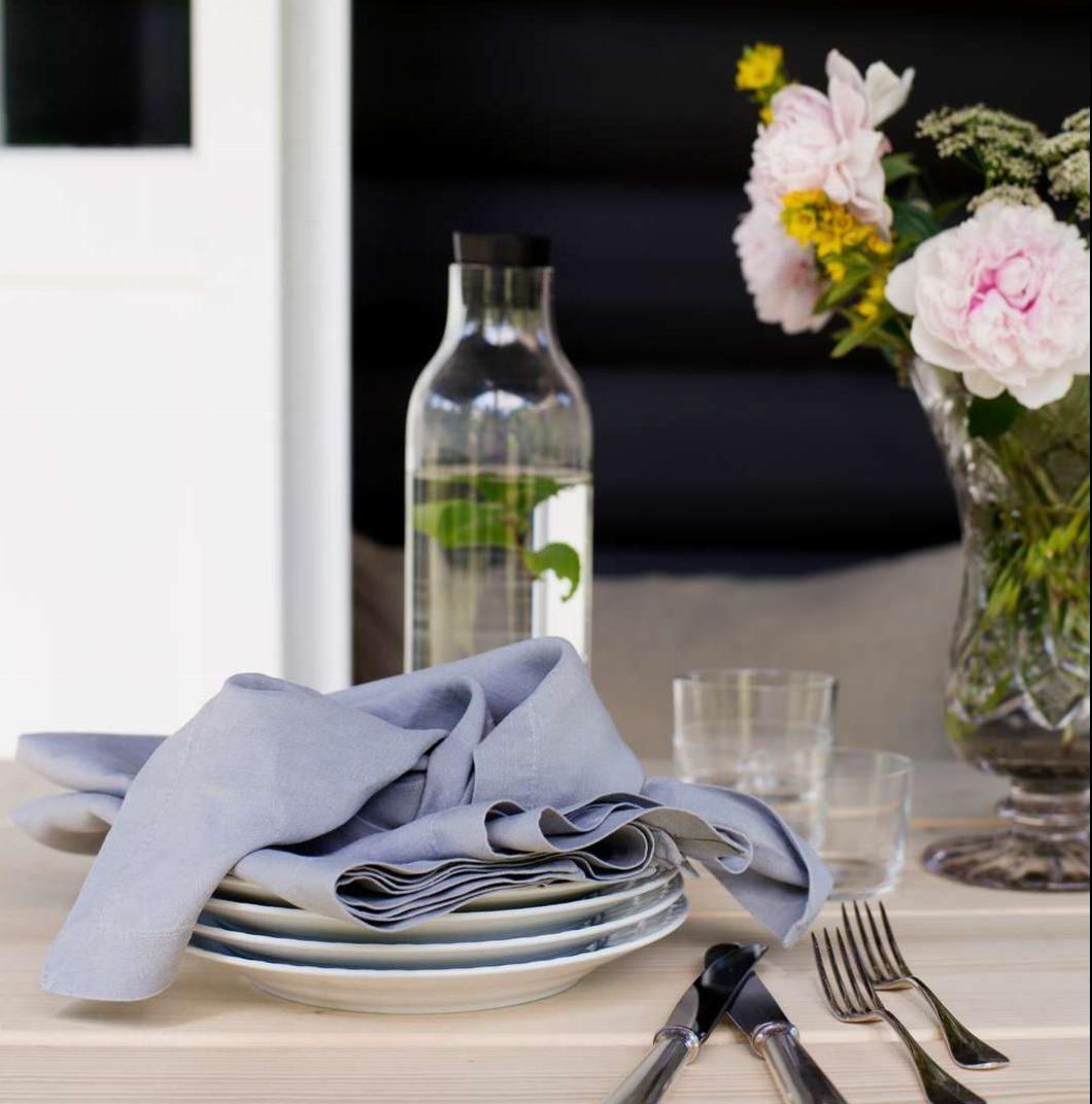 Geismars Stoffserviette grau auf Tisch