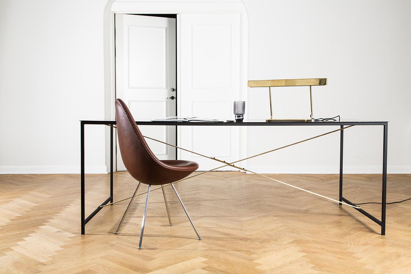 T-Modell Tischleuchte Messing von Anour