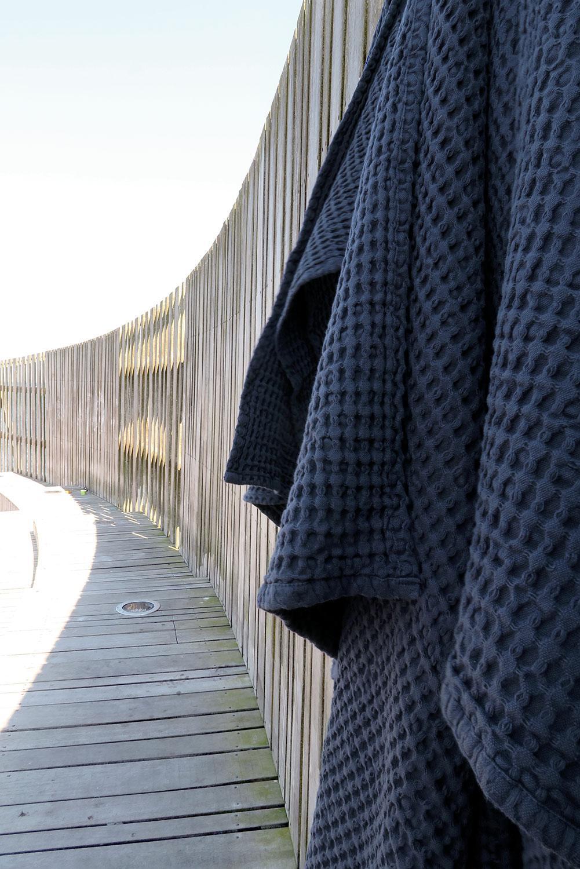 Big Waffle Handtuch und Decke in einem - dark blue
