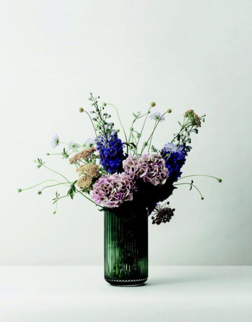 Lyngby Vase mit Blumen