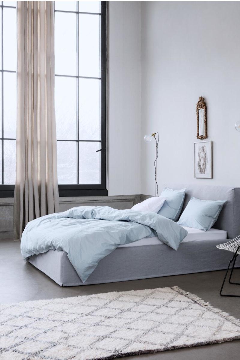 Bett mit Kopfteil