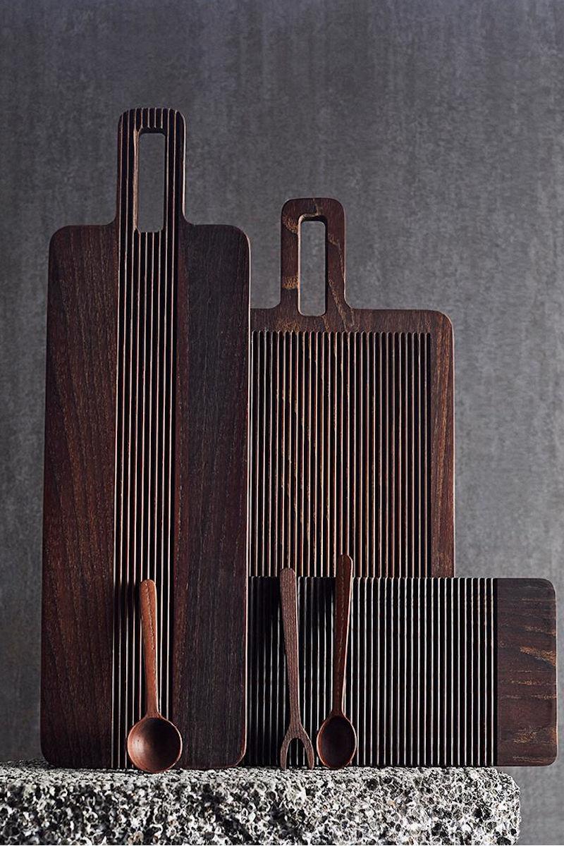 Küche: Tapas Brett Yami aus dunklem Eschenholz von muubs
