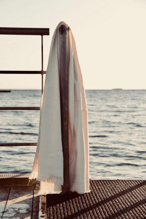 Großes Strandhandtuch – schnell trocknend und platzsparend von WAY