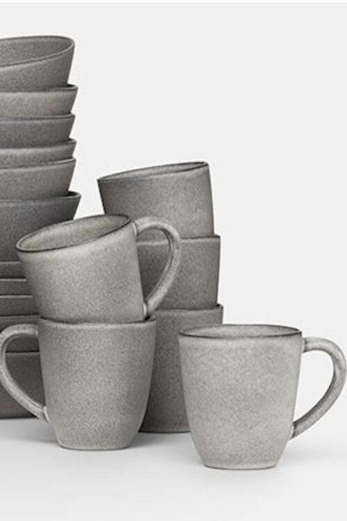 Geschirr: Tassen mit Henkel aus Steingut grau von Klassik Studio Copenhagen