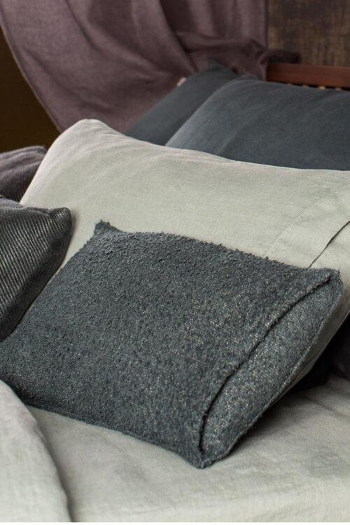 Kissenhülle Bouclette aus Leinen und Baumwolle von Lissoy