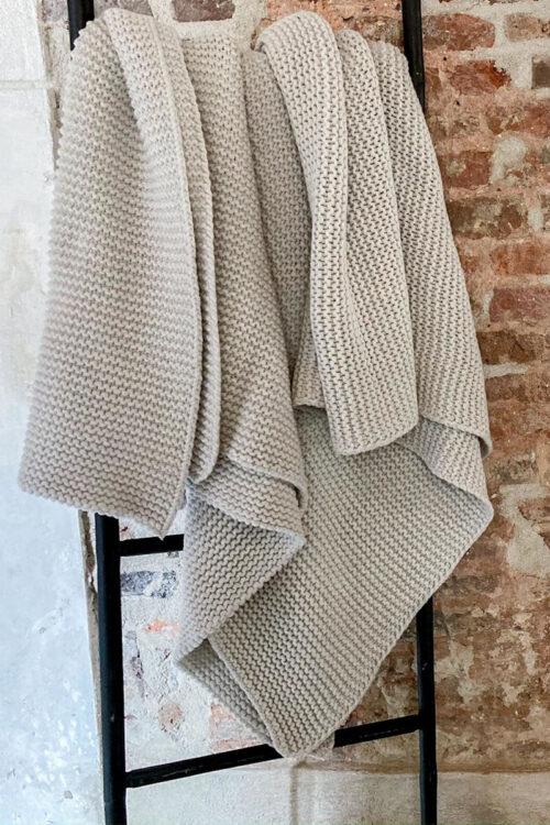 Tagesdecken und Plaids – Plaid Devon aus Wolle und Polyamid in fünf Farben