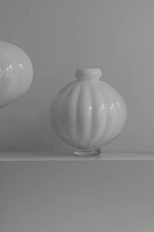 Wohnaccessoires - Vasen - runde Ballon Vase No 1 in opal weiß