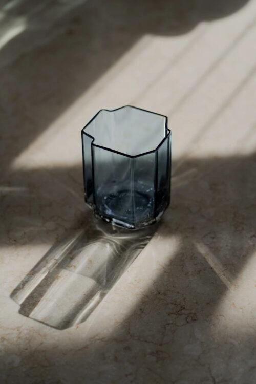 Wohnaccessoires - Vasen - kleine Vase Funki asymetrisch von Louise Roe